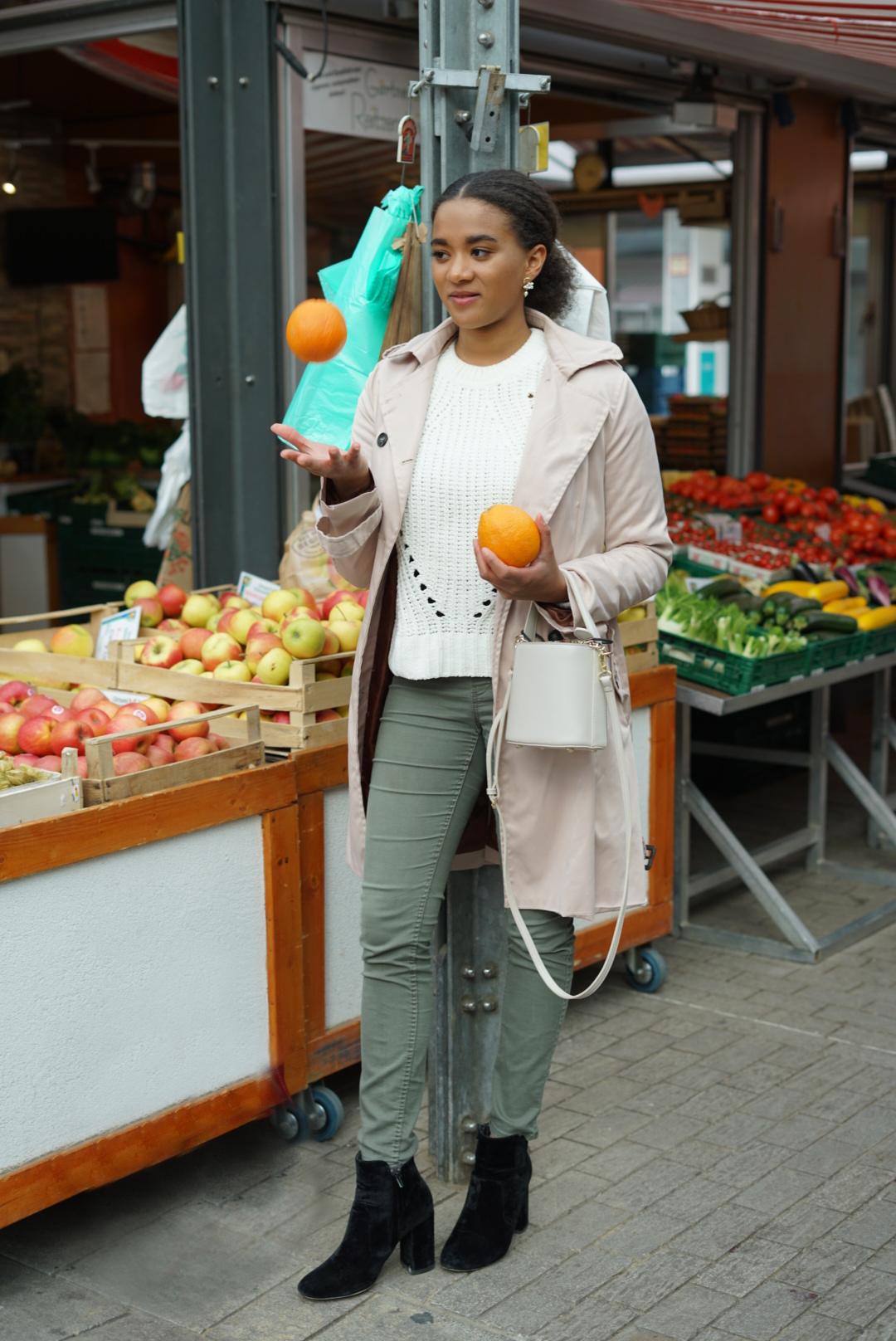 mini bag girl market trench coat