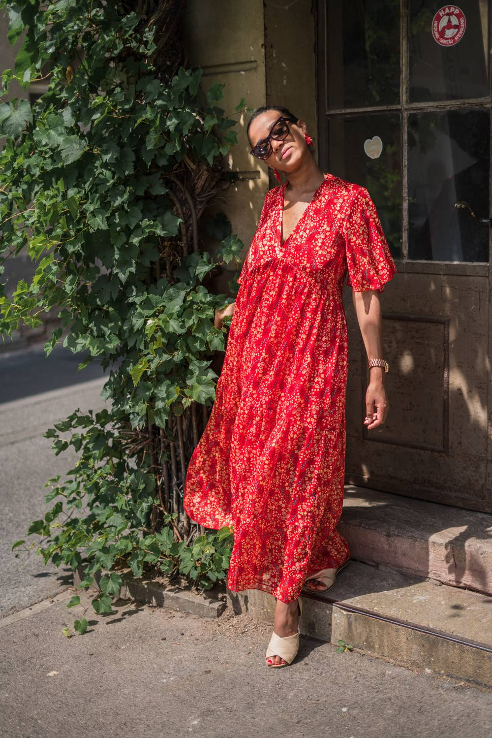 German fashion blogger wearing a maxi dress in fall