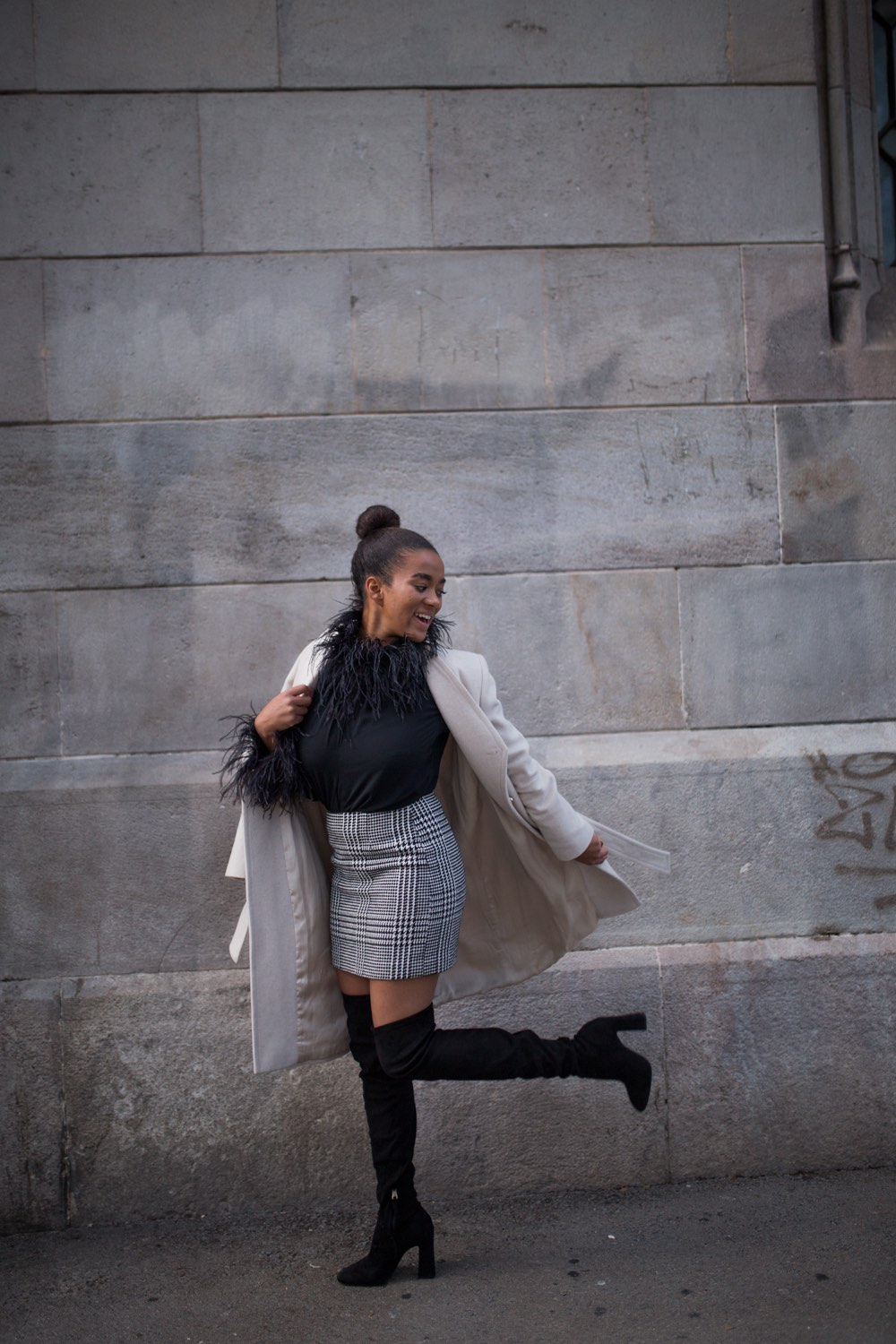 black fashion blogger from spain wearing overknees
