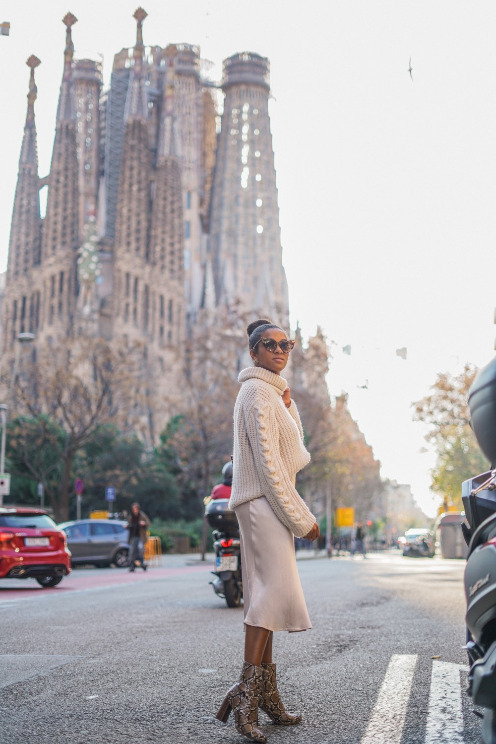 all white outfit barcelona blogger