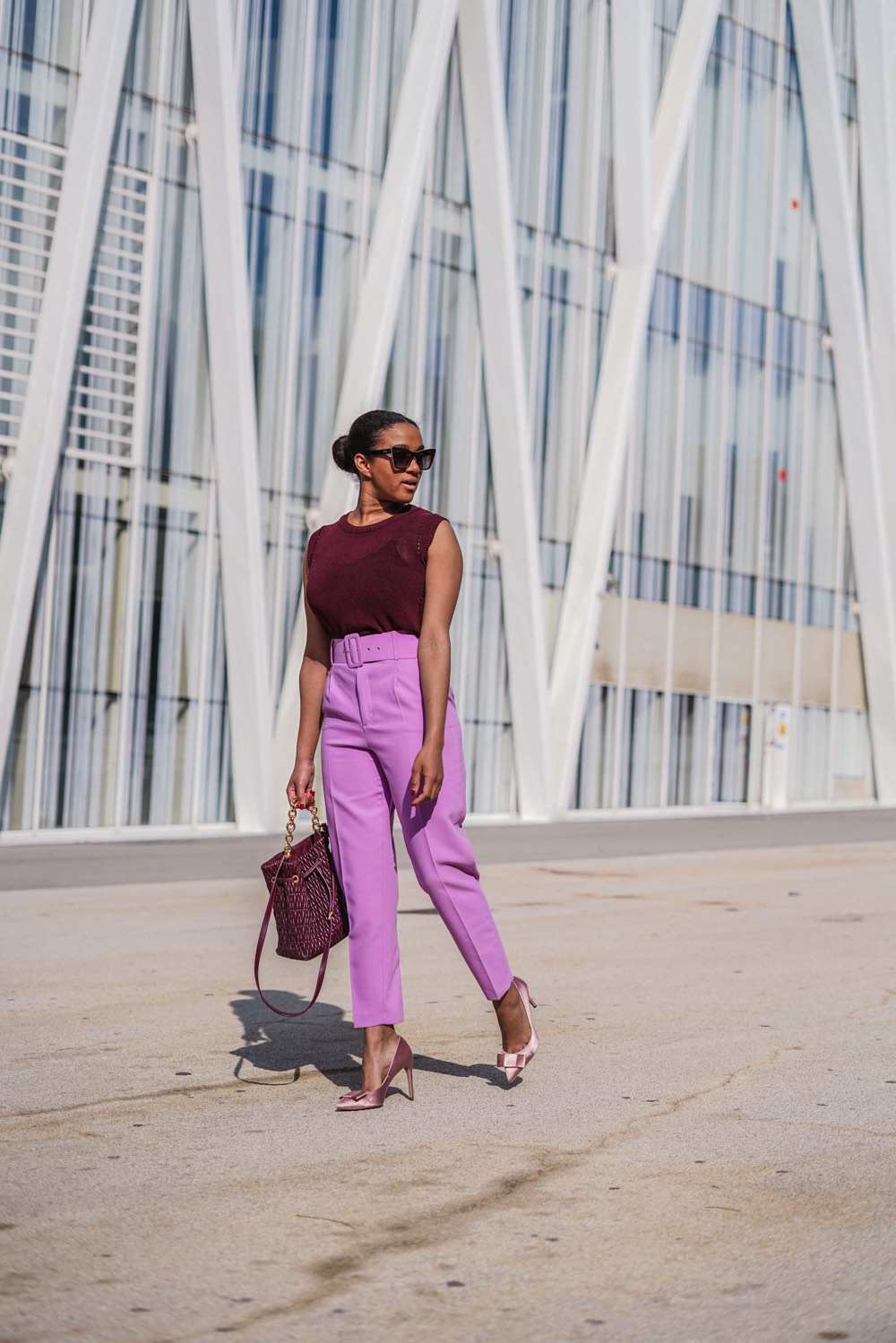 German fashion blogger wearing an all lilac look