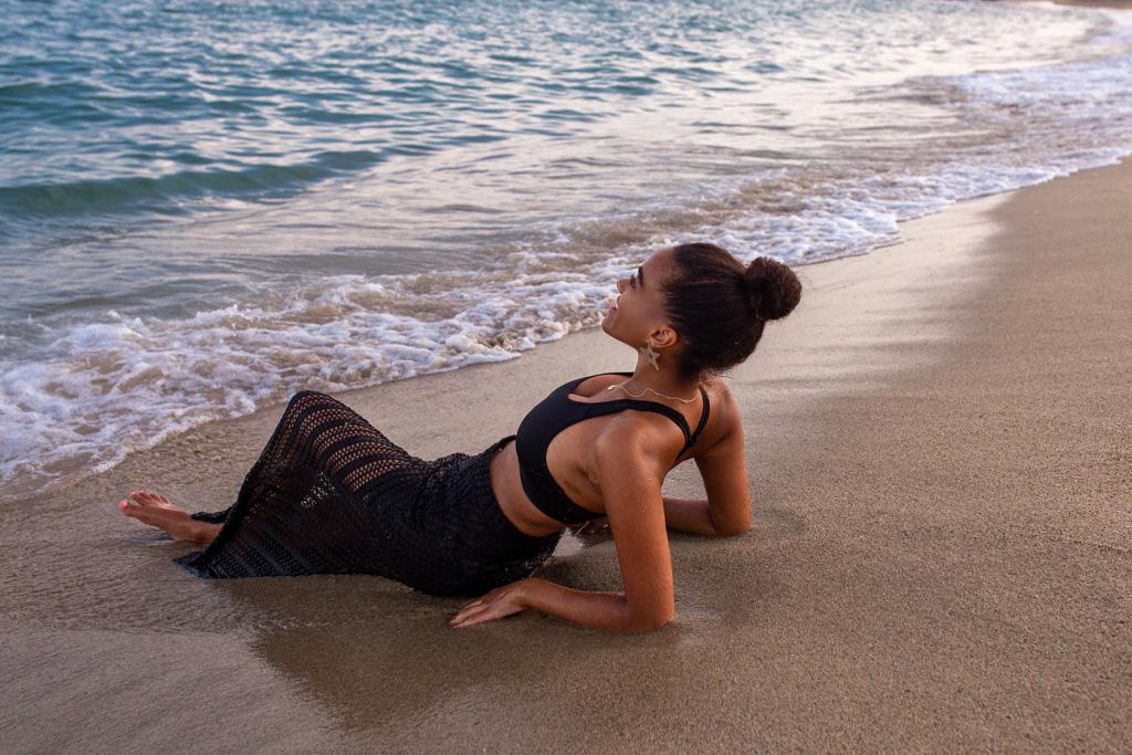 blogger Barcelona beach shooting fashion model